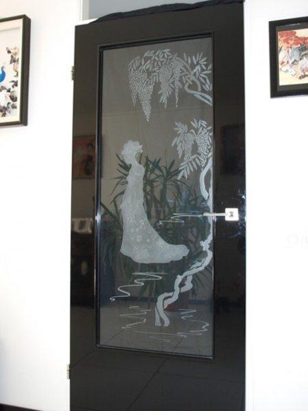 gezandstraald raam in Japanse stijl
