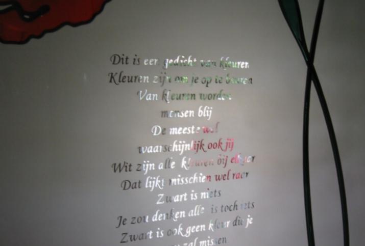 gezandstraald glas met gedicht