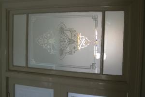 gezandstraald raam bovenlicht edelglas