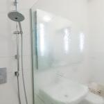scheidingswand-badkamer-textuurglas-edelglas