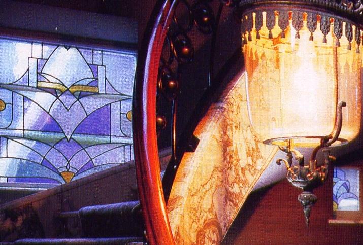 glas-in-lood raam art-deco stijl