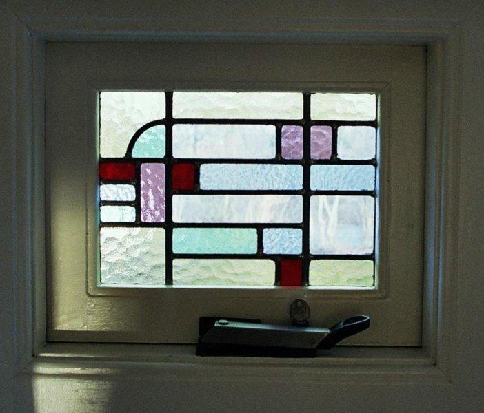 detail glas in lood raam art-deco stijl