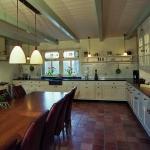 keuken met glas-in-lood ramen
