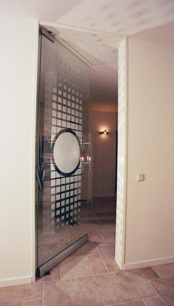 https://www.edelglas.nl/wp-content/gallery/glazen-deuren_1/glazen-deur-1-detail.jpg?x41857