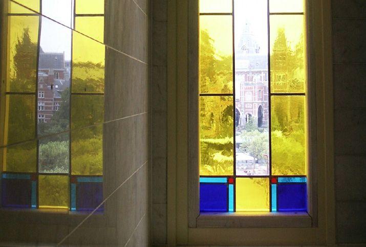 glas in lood raam museumplein