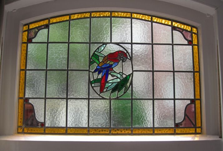 Glas in lood papegaai restauratie