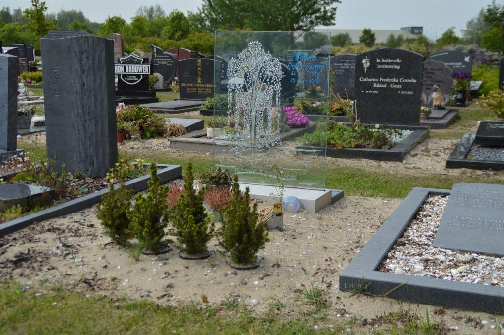 gedenkmonument glas edelglas fontein
