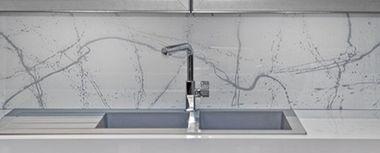 Achterwand keuken graffiti white