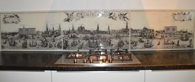 achterwand keuken met oude tekening van Amsterdam